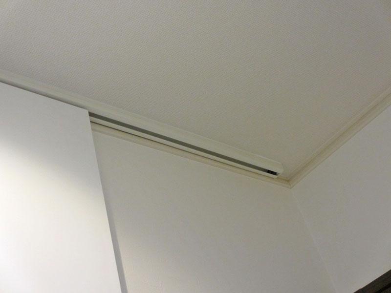 天井にレール直付け